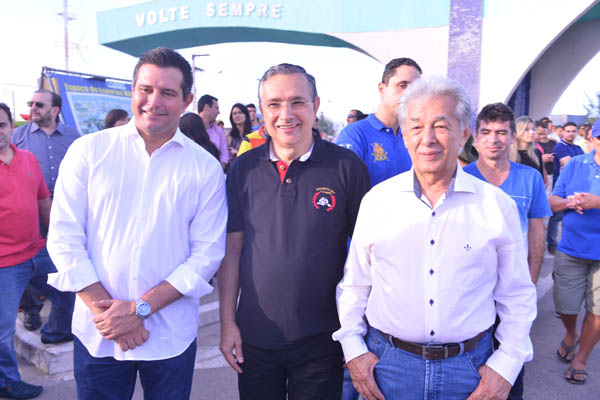 Ministro Quintella, senador Eduardo Amorin e China (Foto: Sharlon Sodré)