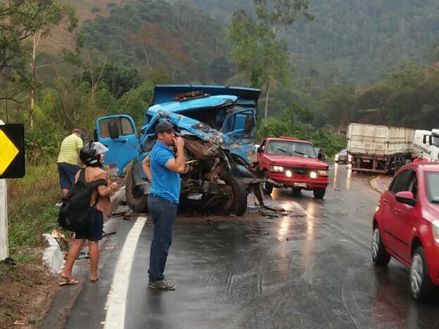 Acidente no Km 29 da BR 262, em Viana (Foto: Foto Leitor/ A Gazeta)