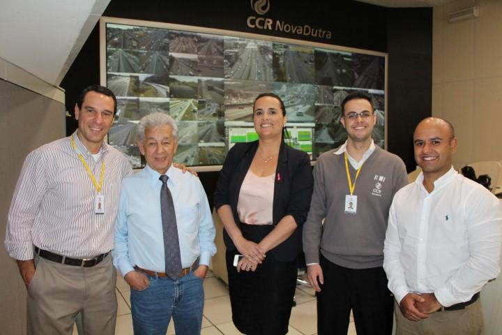 China e Janaína Parente da Unicam (ao centro) com a equpe da CCR Nova Dutra (Foto Ana Amélia Andrade)