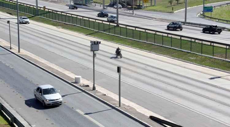Além dos seis novos radares instalados nas MGs 010, 447 e 158, as rodovias vinculadas ao DEER/MG devem ganhar outros 393 aparelhos de controle de velocidade até dezembro de 2016 (foto: Mércia Lemos/DEER/MG/Divulgação)
