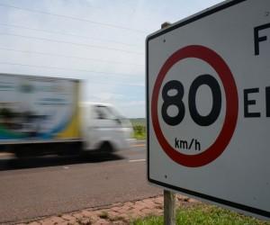 Condutores trafegam em velocidade acima do limite permitido - Foto: Álvaro Rezende / Correio do Estado