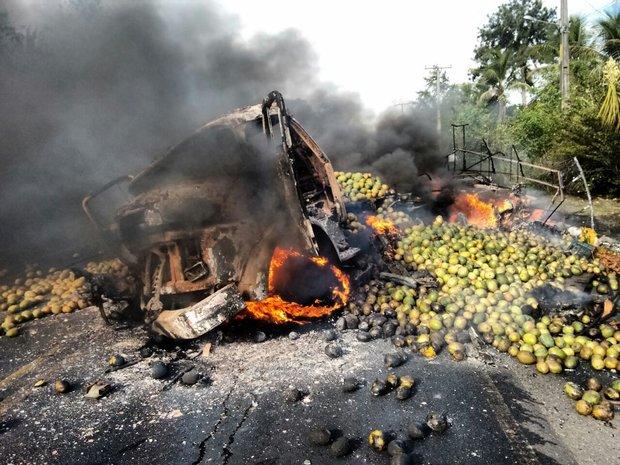 Acidente grave na BR-110, próximo a São Sebastião do Passé, deixou cinco mortos (Foto: Leitor CORREIO)