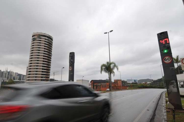 Na Grande BH foram três radares instalados no último pacote do DEER/MG (foto: Rodrigo Clemente/EM/D.A Press
