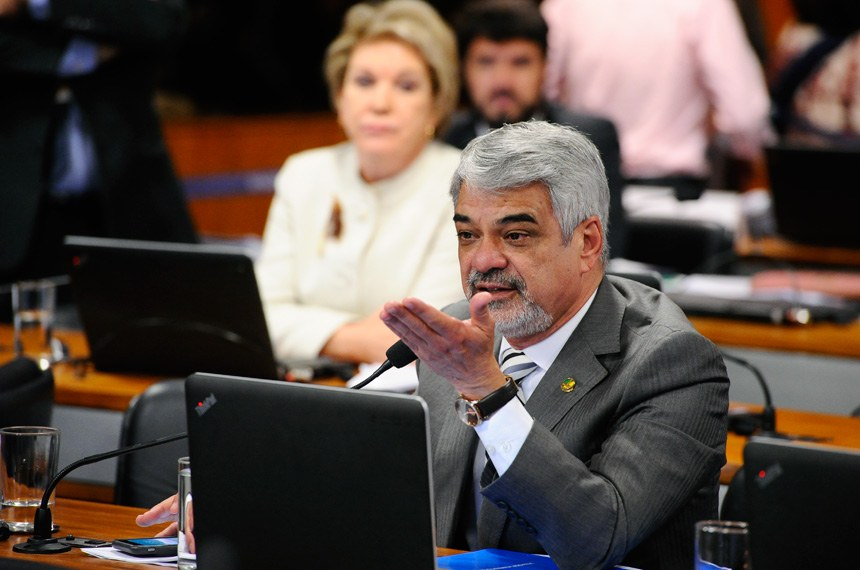 O projeto do senador Humberto Costa cria a figura do crime de constrangimento ofensivo ao pudor em transporte público, e criminaliza o popular 'encoxamento' FOTO : Marcos Oliveira /Ag. Senado)