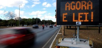 Rodovias estaduais e federais não têm sinalização sobre lei do farol baixo em SP