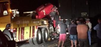 Motorista morre em acidente com dois caminhões na BR-376