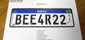 Placas de veículos no padrão Mercosul começam a valer em 1º de setembro