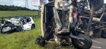 RS: Mulher morre em acidente entre carro e caminhão na Estrada do Mar