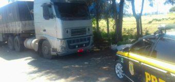 PRF recupera caminhão bi-trem carregado furtado na BR-153